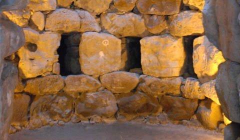 viaggi archeologici al nuraghe di barumini torre